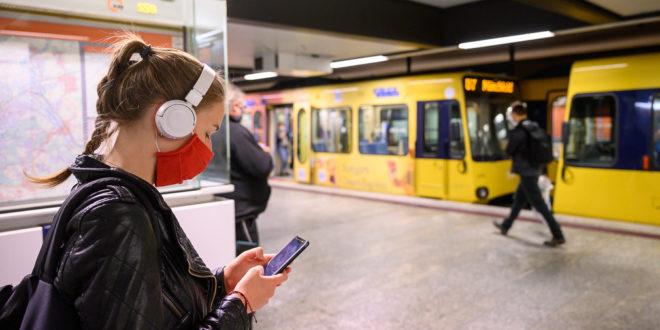Befolgen Sie die Maskenanforderungen im lokalen Verkehr