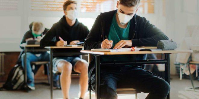 Wer in die Schule gehen will, braucht nach den Ferien eine Gesundheitsbescheinigung. Am ersten Schultag nach den Herbstferien hatten nicht alle Schüler ihr Dokument dabei. Foto: dpa/Rolf Vennenbernd