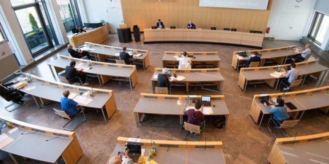 Mehrere Teilnehmer des Stuttgarter Gemeinderat wurden durch die Warn-App vor Kontakt mit Infizierten gewarnt. (Archivbild) Foto: Leif Piechowski/Leif-Hendrik Piechowski