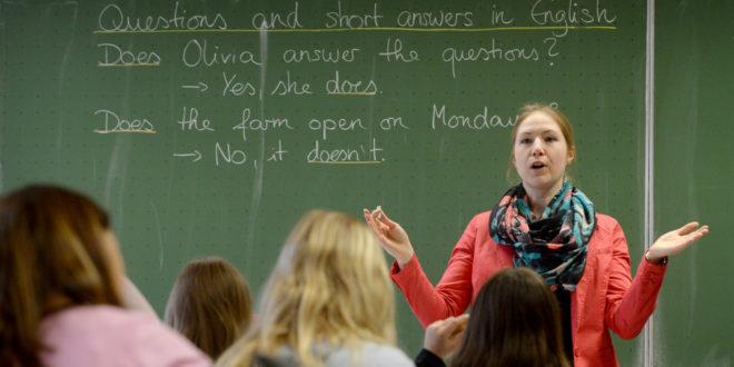 Der Bildungsminister erkennt die Arbeit der Lehrer im Staat an