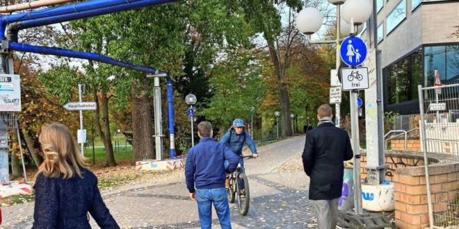 Hier am Planetarium wird es eng, wenn sich Fußgänger und Radfahrer begegnen. Foto: Martin Haar