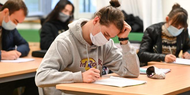 Entspannung in Schulen mit Maske im Freien obligatorisch