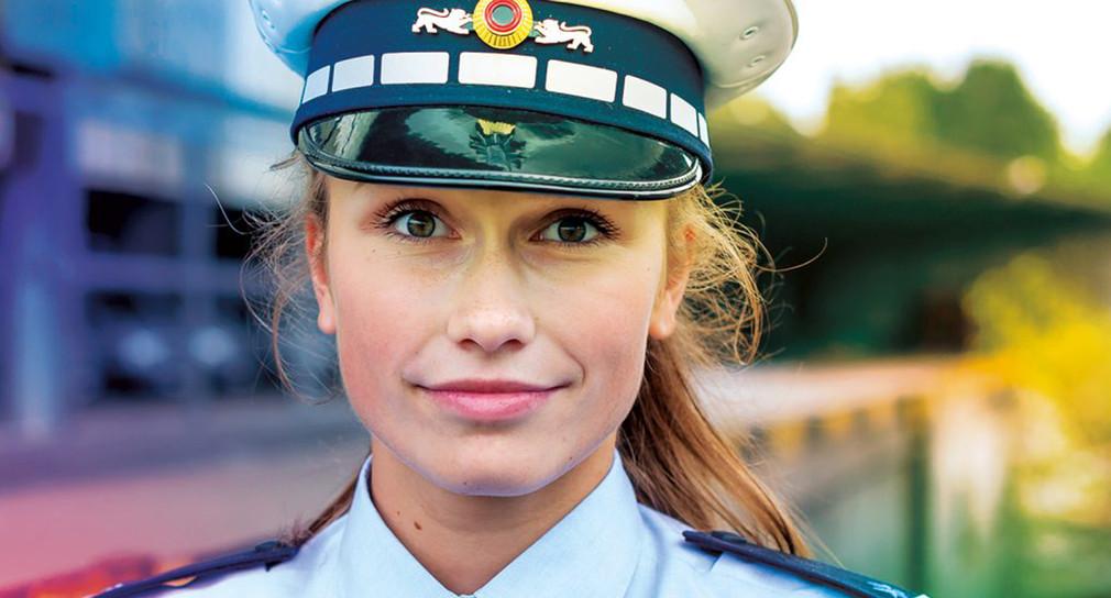 Junge Polizistin.