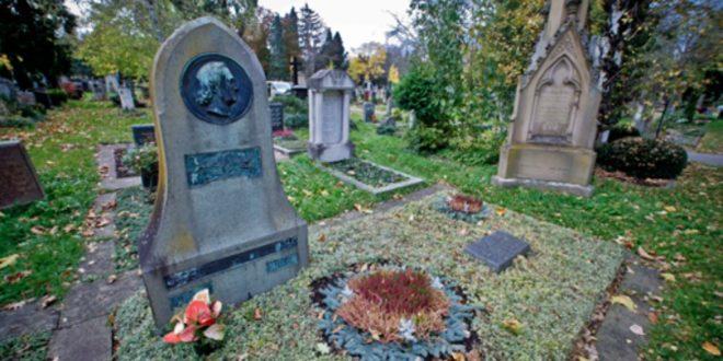 Seit 1875 ruht der  Dichters Eduard Mörike auf dem Pragfriedhof.  Zwei Jahre vor seiner Beisetzung wurde der Friedhof eingeweiht. Er hat  heute  29000 Grabstellen. Welche Berühmtheiten sonst noch auf Stuttgarter Friedhöfen ruhen, zeigen wir Ihnen in unsere Bildergalerie. Foto: PPFotodesign.com
