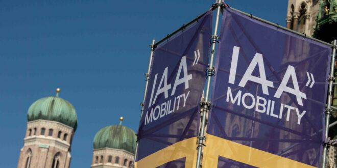 Hoffmeister-Kraut besucht internationale Automobilausstellung