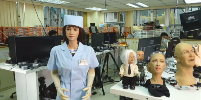 Hoskinson trifft Grace, einen Roboter der nächsten Generation, der nach Cardano kommt