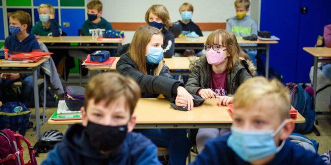 Viele Schüler haben sich an den Unterricht mit Maske gewöhnt. Foto: dpa/Gregor Fischer