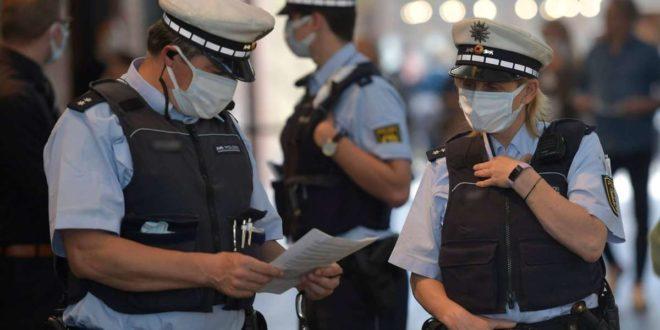 Maske auf: Wie schützt sich die Polizei im Dienst vor möglichen Corona-Infektionen? Foto: 7aktuell.de/Oskar Eyb