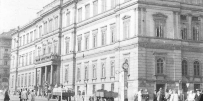 Das Kronprinzenpalais 1942, zwei Jahre vor seiner Zerstörung. Heute steht an dieser Stelle das Kunstmuseum. Weitere Fotos zeigt die Bilderstrecke. Foto: Stadtarchiv Stuttgart