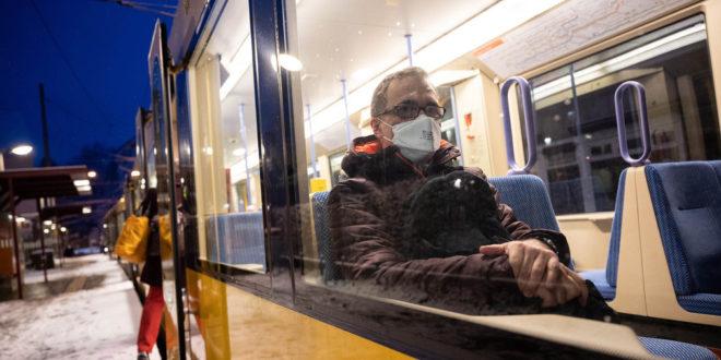 Medizinische Masken sind ab dem 25. Januar in Bussen und Bahnen obligatorisch