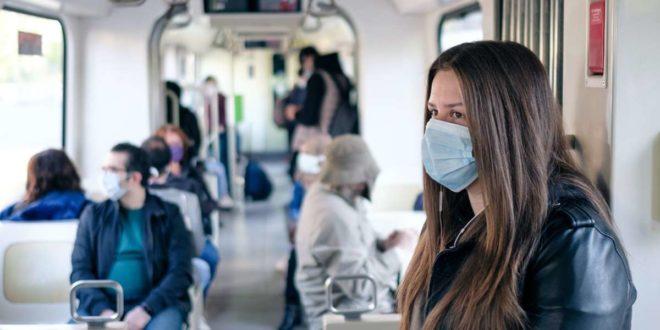 Im Nahverkehr müssen Masken getragen werden. Foto: dpa/Ole Spata