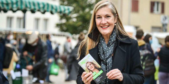 Veronika Kienzle geht ohne Scheu direkt in den Stadtbezirken auf die Menschen zu – und will das auch im Falle ihrer Wahl beibehalten. Foto: Lichtgut/Ferdinando Iannone