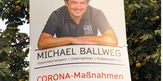 """Michael Ballweg macht im zweiten Durchgang der OB-Wahl weiter. """"Die Plakate hängen ja noch"""", sagt er. Foto: Lichtgut/Leif Piechowski"""
