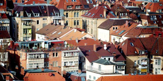 Hohe Mieten und Kaufpreise für Wohnungen treibt viele Stuttgarterinnen und Stuttgarter um. Foto: dpa/Marijan Murat