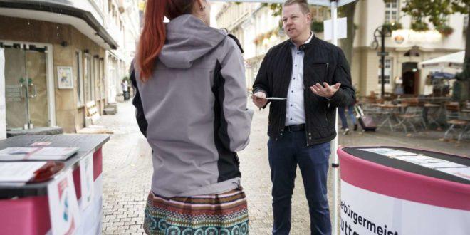 Marco Völker beim Straßenwahlkampf Foto: Lichtgut/Julian Rettig