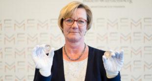"""Produktionsstart der Silbermünze """"Frau Holle"""""""