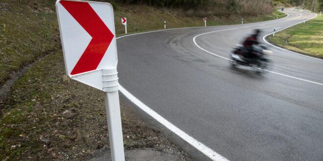 Rumpelstreifen für Motorradfahrer auf dem L 197