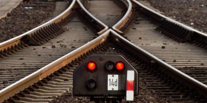 Ins Schienennetz der Region soll kräftig investiert werden. Foto: dpa/Julian Stratenschulte