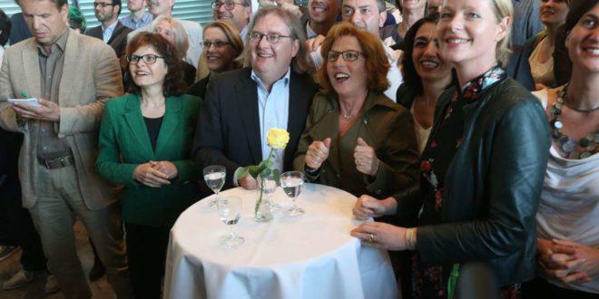 Clarissa Seitz (2.v.l.) zusammen mit Parteifreunden bei einer Wahlparty der Grünen im Jahr 2014. Heute ist das Verhältnis nicht mehr ganz so herzlich. Foto: /Achim Zweygarth