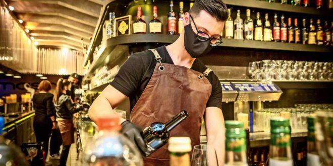 Am Samstag werden die letzten Drinks vor dem Teil-Lockdown (hier im Mash) ausgeschenkt. Foto: L/Rettig
