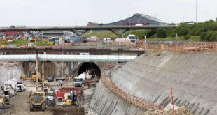 Die Röhren des Flughafentunnels führen unter der Autobahn und den Messehallen hindurch. Foto: Horst Rudel