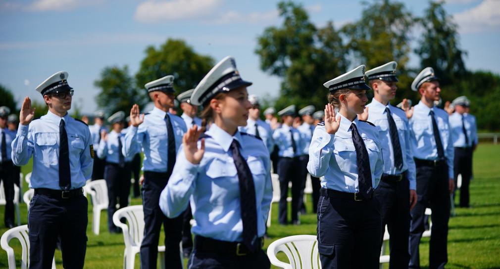 In Biberach an der Riß wurden junge Polizisten vereidigt.